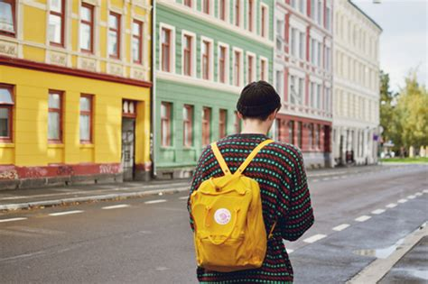 Preloved Bag Ransel til stylish saat traveling dengan tas ransel unik