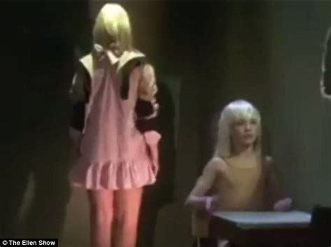 Chandelier Sia Dancer Sia Shuns Chandelier Spotlight As Maddie Ziegler S Routine Steals The Show In