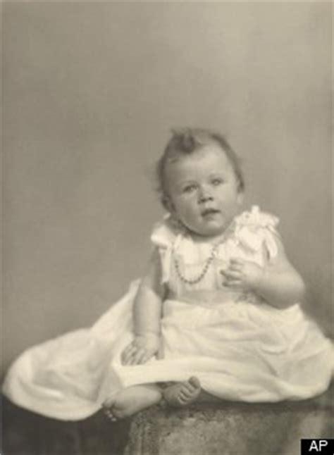 queen elizabeth baby  released huffpost