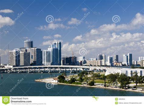 imagenes ciudad miami horizonte de la ciudad de miami con el puente imagenes de