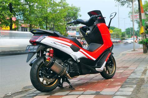 Striping Nmax Putih Minimalis by Motor Yamaha Nmax 2015 Usung Konsep Ringan