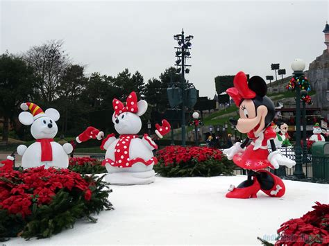 best 28 how are disneyland christmas decorations up