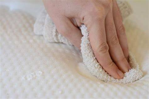 macchie materasso come togliere macchie di pipi dal materasso rimedi pratici