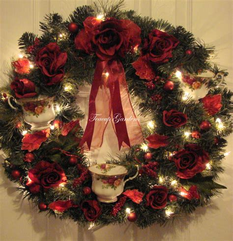 Lighted Wreath by Royal Albert Country Roses Lighted Wreath