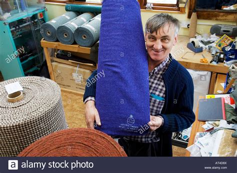 Werkstatt Zu Hause by Harris Tweed Weaver Stockfotos Harris Tweed Weaver