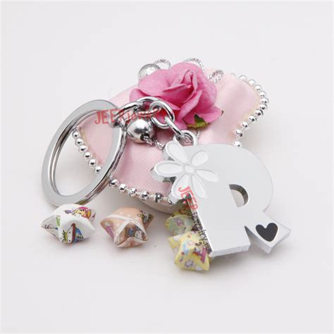 The white daisy pattern word R alloy key ring JEEPJEWELRY Wholesale   SKU : JP1155   Wholesale