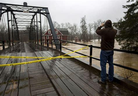 benton county officials  war eagle bridge work