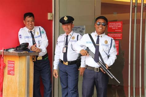 security guards seem to be everywhere in the philippines