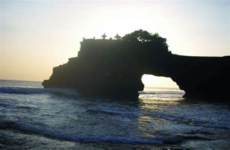 Bahu Bolong batu bolong tourism