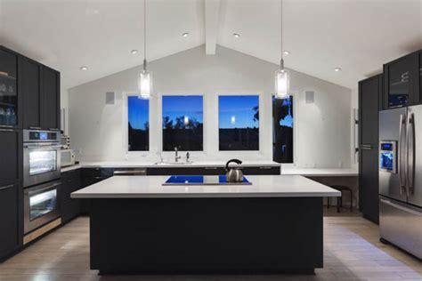 large square kitchen island qual o tipo de cozinha ideal para sua casa