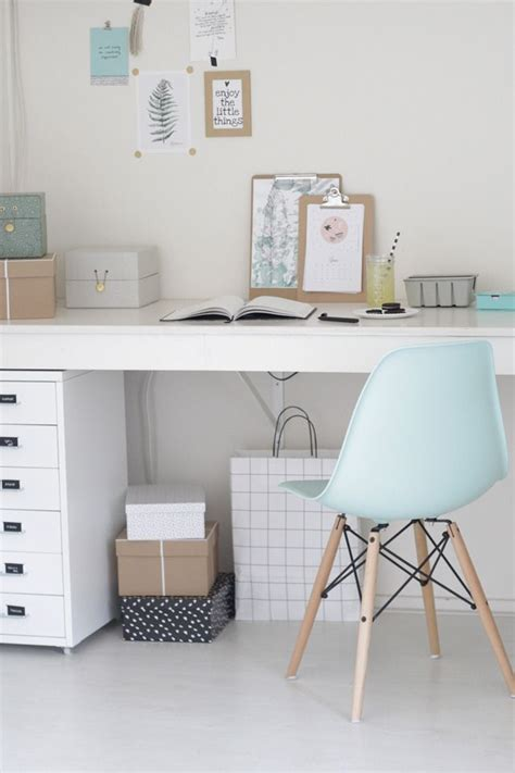 Chaise Bureau Fille 288 by Pastel Blue White And Wooden Touches Projets 224 Essayer
