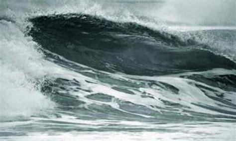Gelombang Air Mata nelayan kecil di sarang nekat melaut saat gelombang tinggi berita rembang