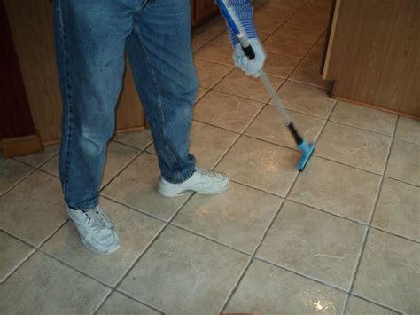 rimuovere fughe piastrelle rimuovere stucco fughe piastrelle pannelli termoisolanti