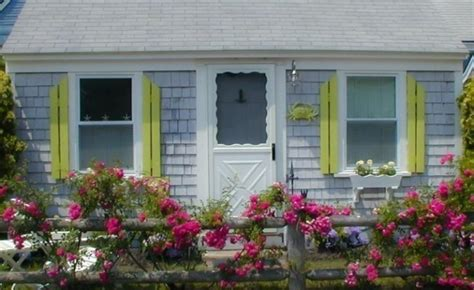 Cottages In Bright by A Happy Bright Tiny Cottage In Massachusetts And More