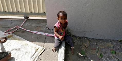 Tenda Indian Anak Murah bayi india diikatkan di batu saat orangtua bekerja