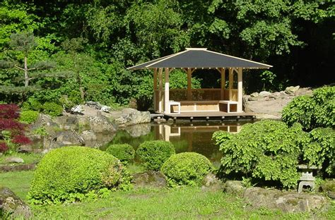 Pavillon Japanischer Stil by Japanischer Pavillon Mit Insel Im Japangarten Vom