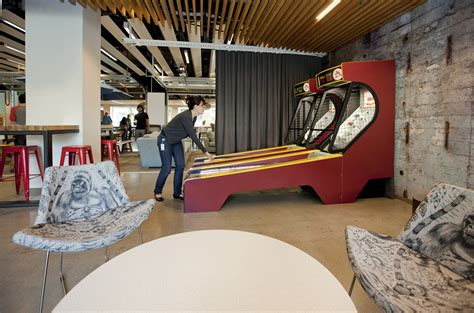 Redmond Wa Post Office by B44 Garage 2014 2 700x462 Microsoft Redmond Building 44