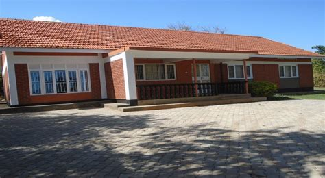 4 bedroom 3 bath house with a boys quarter for rent in