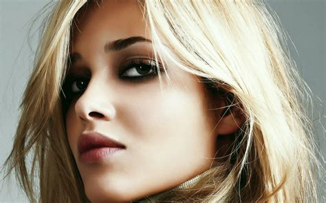 Beatriz Barros Does Stuff by Beatriz Barros Hd Wallpaper And Background Image
