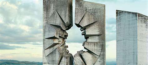 impactantes imagenes de una antigua realidad 25 monumentos abandonados de la ex yugoslavia que parecen