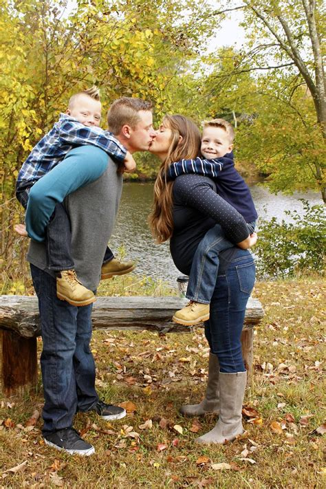7 Fall Photo Poses by Fall Family Pictures Poses Photography