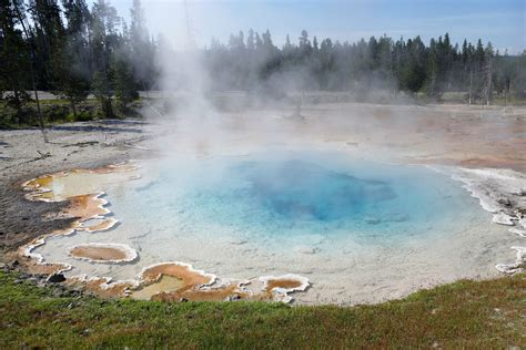 earthquake yellowstone yellowstone supervolcano hit with over 400 earthquakes