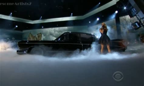 carrie underwood black cadillac carrie underwood two black cadillacs acm awards 2013