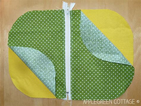 pattern for zippered pouch zipper pouch tutorial with a free template applegreen