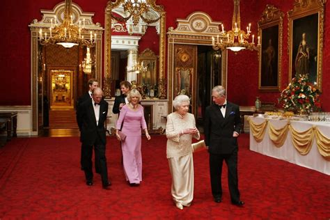 Royal Dining Room by 31 Very Beautiful Inside Pictures Of The Buckingham Palace