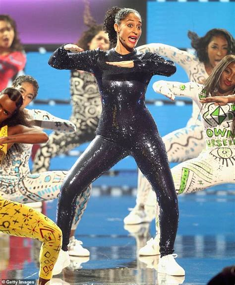 tracee ellis ross dance tracee ellis ross shows off dance moves while hosting amas