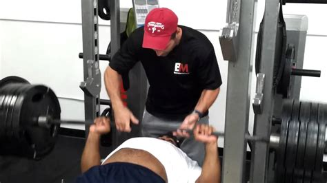 500 pounds bench press brandon graham bench presses 500lbs for 4 reps youtube