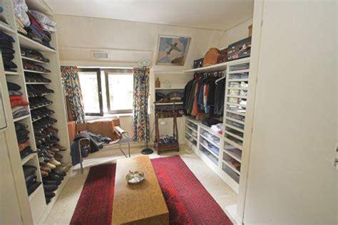baño con vestidor y closet dormitorio contemporaneo
