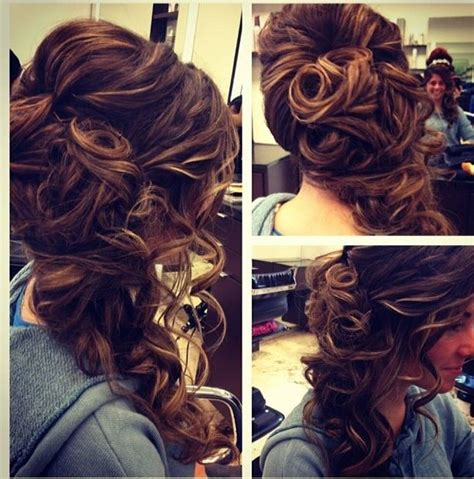 hair styles for prom that have a hump 543 mejores im 225 genes de prom hairstyles curly en pinterest