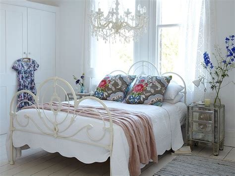 50 Delightfully Stylish And Soothing Shabby Chic Bedrooms Chic Bedroom Designs
