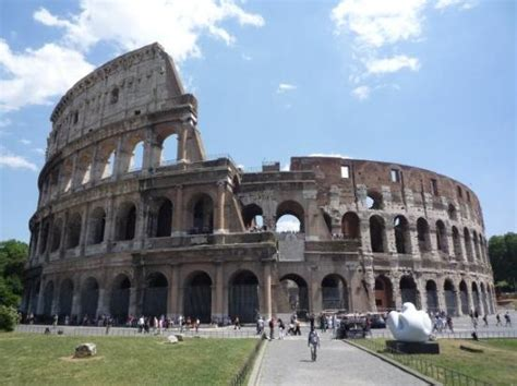 casa vacanze co dei fiori roma the colosseum built around 80 ad still standing today