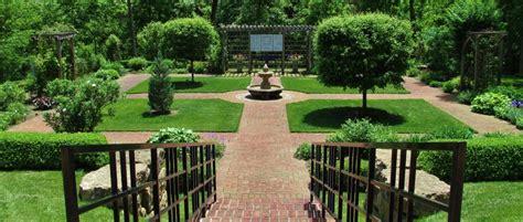 Dubuque Arboretum And Botanical Gardens Dubuque Arboretum Garden Beautiful Formal Informal