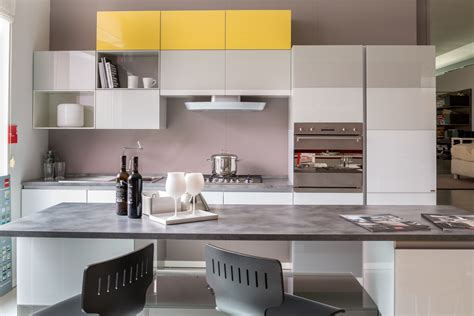 cucina a isola prezzi cucina con isola scavolini modello tetrix scontata 55