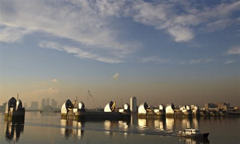 thames barrier sustainability sir ian cheshire london at risk of catastrophic flooding