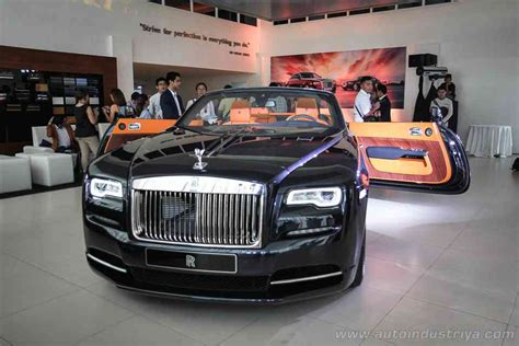 roll royce philippines rolls royce dawn makes philippine debut auto industry news
