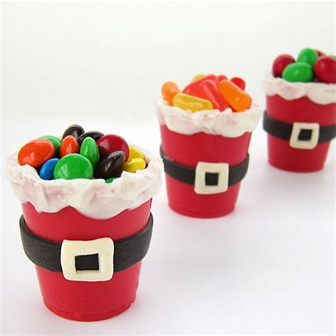 edible santa suit candy cups and a holiday giveaway