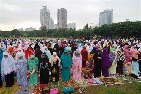 the eid al fitr celebration marks the end of ramadan for