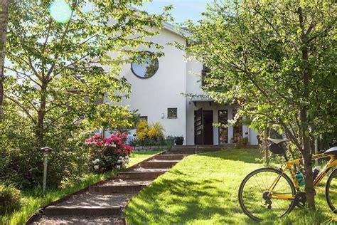 con giardino prato foto giardino casa con prato di rossella cristofaro