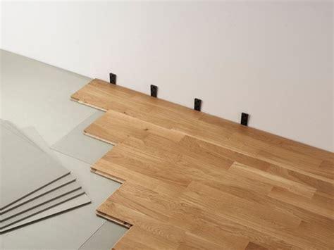 montaggio pavimento flottante posa parquet flottante pavimenti in parquet come