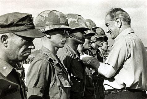 imagenes fuertes de vietnam el mito de la prensa como adversario en la guerra de vietnam