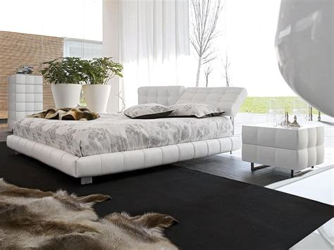 Covered Headboards For Beds by Bed Covered In Leather Adjustable Headboard For Bedroom