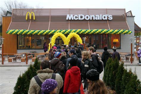 Tas Lv M50113 Mcd â mcdonaldâ sâ burgeru maizä tes baltijä gatavo no dobeles dzirnavnieka miltiem horeca lv