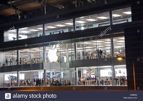 apple store hong kong apple store ifc mall hong kong island china stock photo