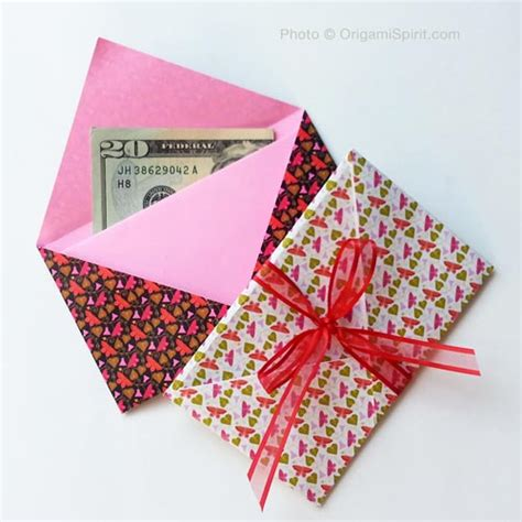 Origami Money Envelope - make a gift origami envelope in less than two minutes