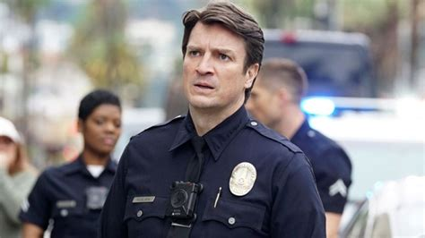 nathan fillion the rookie uk the rookie abc gives nathan fillion show full season
