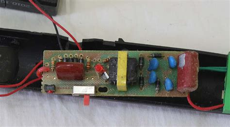 Raket Nyamuk Charge membongkar raket nyamuk elektrologi